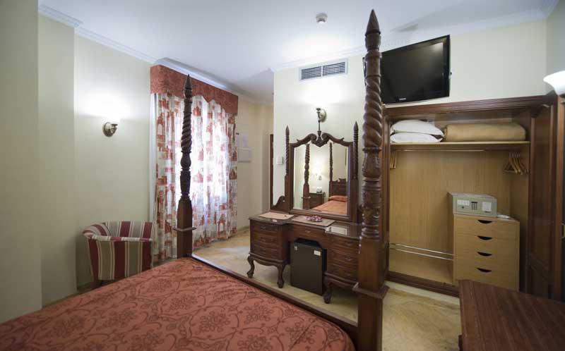Стандартный номер в отеле в Севилье