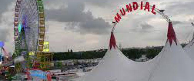 Le cirque arrive de Fair à Séville