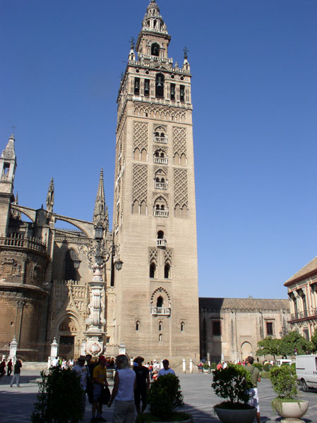 A little history on the Giralda in Seville