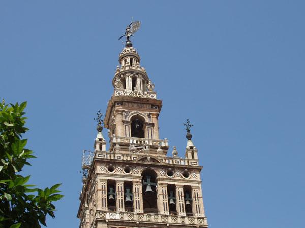 Facts of the Giralda in Sevilla