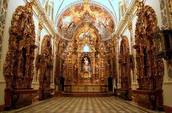 Интерьер дворца Сан-Тельмо